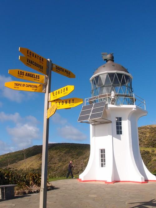 雷因加岬(Cape Reinga)是北岛的最北的点。据说毛利人相信一个人离开之后 ,灵魂会来到这里跳下去,然后天使会把他们接到该去的地方。