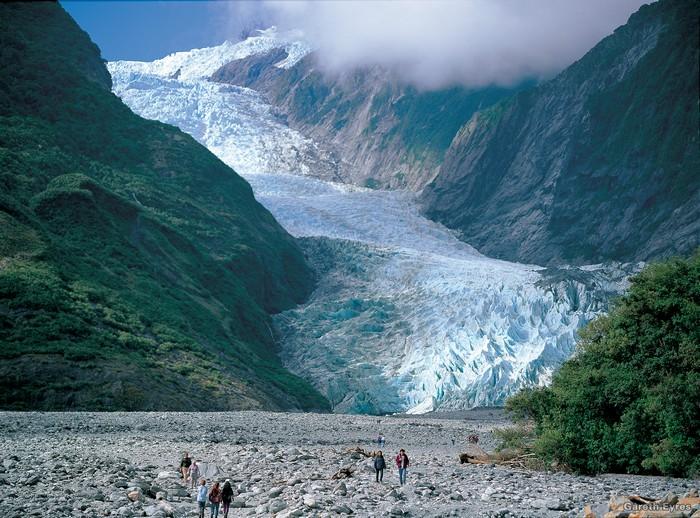 随着地球暖化,世界各地的冰川已逐渐融化,弗朗茨约瑟夫冰川也逃不过一样的命运。