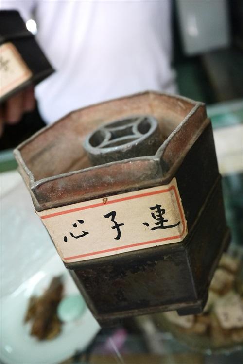 100多年历史的古井药房。(2)