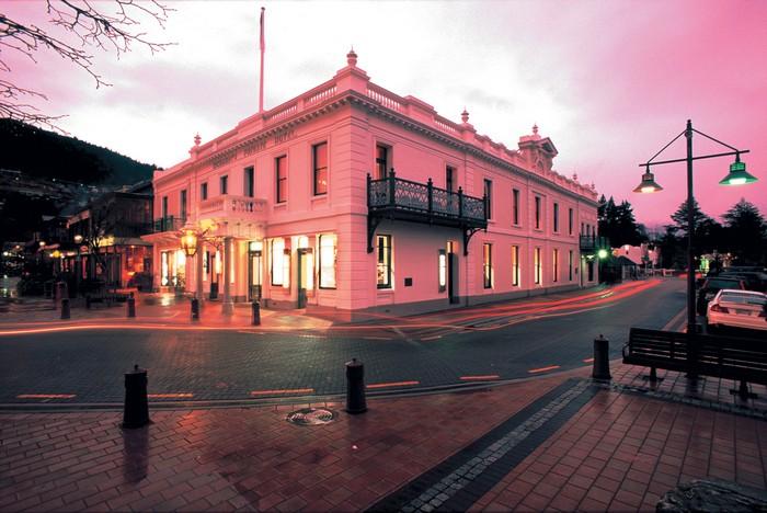 Eichardt 's 酒店在皇后镇丰富多彩的淘金历史上有扮演着重要的角色。