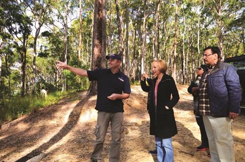 左边戴着帽子的就是Darren啦,从他的一举一动都能刊出他对这片土地的喜爱!