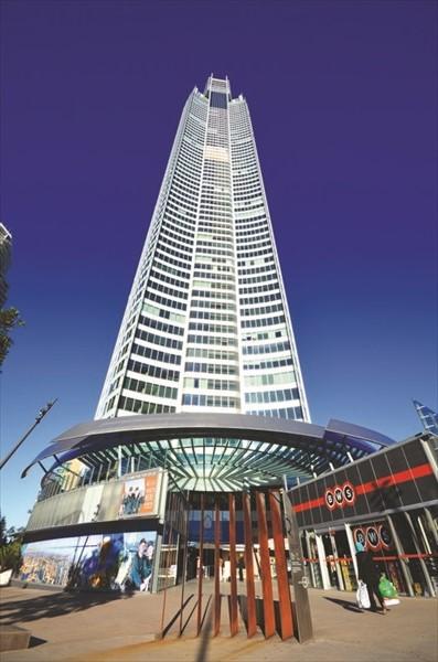 Q1是世界最高住宅大厦,顶楼的露天阶梯可360度鸟瞰黄金海岸全景。