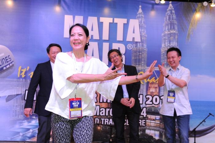 颁奖人2014 MATTA FAIR主席Judy Cheah在宣布成绩前起舞一番,乐坏在场所有人。