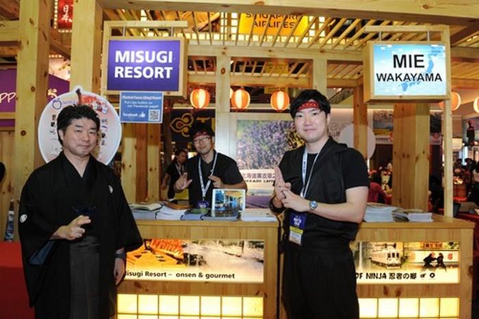 来自三重县的代表,也在蘋果日本展摊,身穿忍者服为推广三重县观光景点。