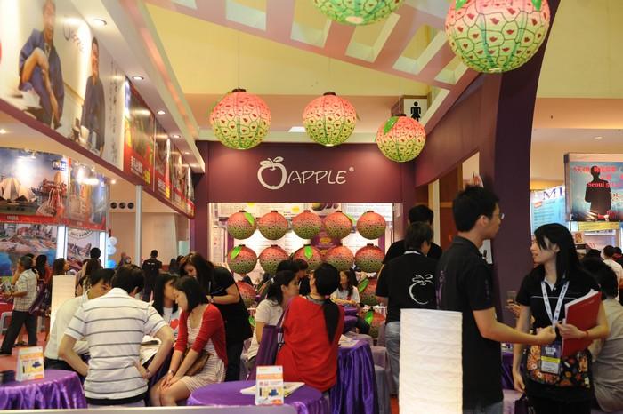 台湾展摊挂以荔枝灯笼,提前让你感受甜滋滋的丰收。