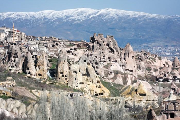 奇形怪状的岩石居所。
