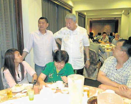 李桑( 后排左起) 和蔡瀾, 撮合了這次的珍貴台灣美食風味悠。