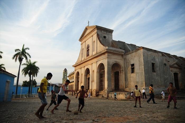 18世纪初建的大教堂前的空地,是当地小朋友的游乐场。