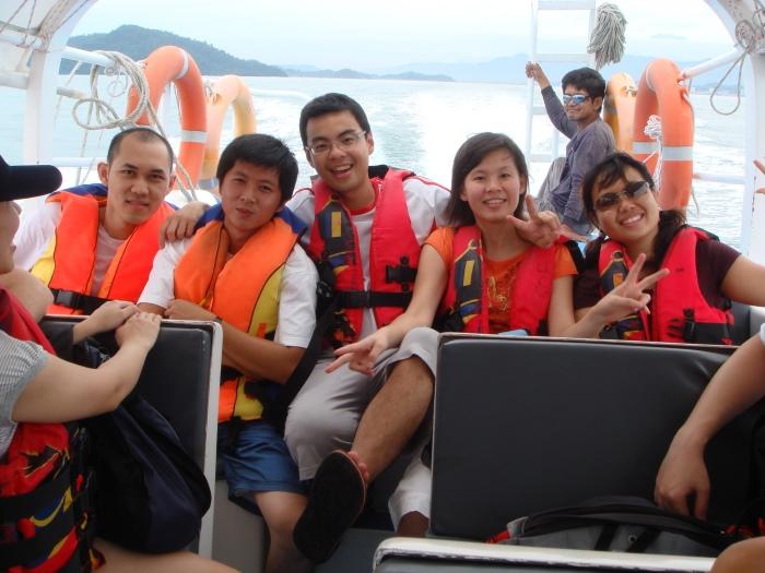 与朋友到沙巴亚庇出海游览小岛。
