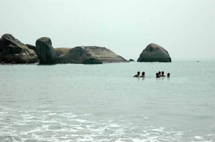 关丹直落尖不辣海滩,转角往往有难得的海景。