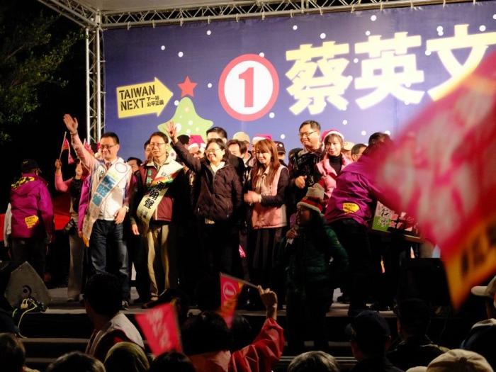 台湾台北。虽是冬天,适逢总统选举,气氛灼热。