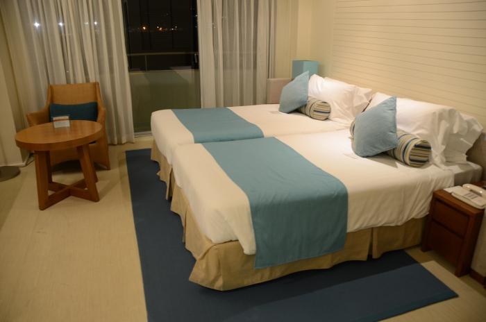 以蓝白为色调的房间,让人感觉舒心。