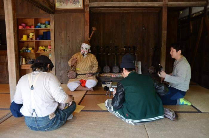 每一间民宅内都有不同的传统琉球活动让游客参与。