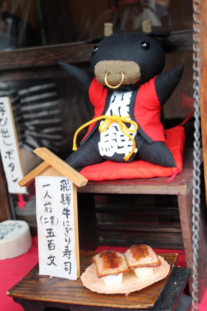 为何选用牛大哥?因为飞弹牛肉一级棒!吉祥物与美食的结合就是此牛娃儿的最佳代言!哈哈!