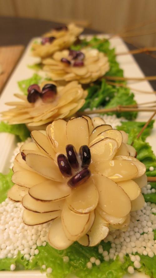 杏香野菊,花般美馔。