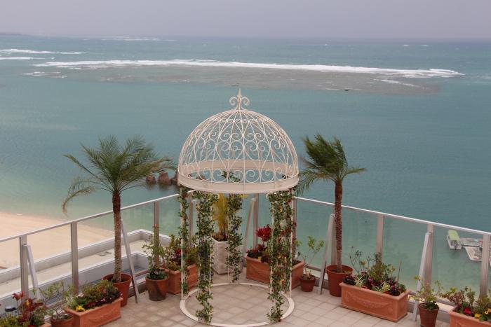 来到16楼的空中花园,新人与宾客可以吹着凉爽海风共度美好时光。