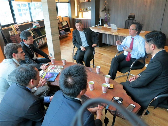 李桑、Koh桑与贵宾们商讨关于熊本旅游推广的合作。