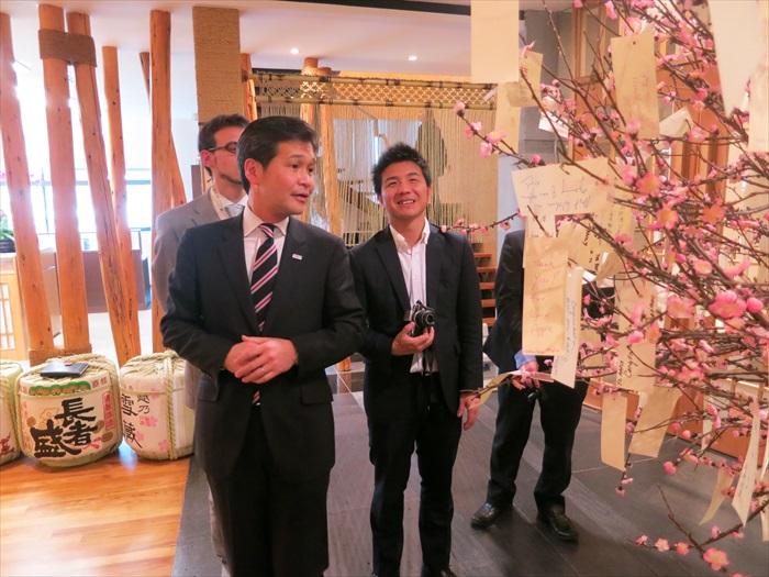 熊本市长幸山政史表示,蘋果旅遊公司装潢别致、员工年轻有活力,让他甚为欣赏。