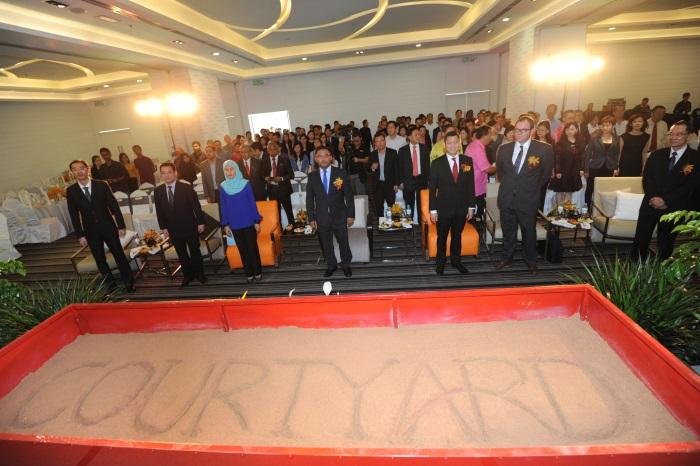 全体嘉宾及媒体聚集在大会现场,见证别开生面的动土仪式!