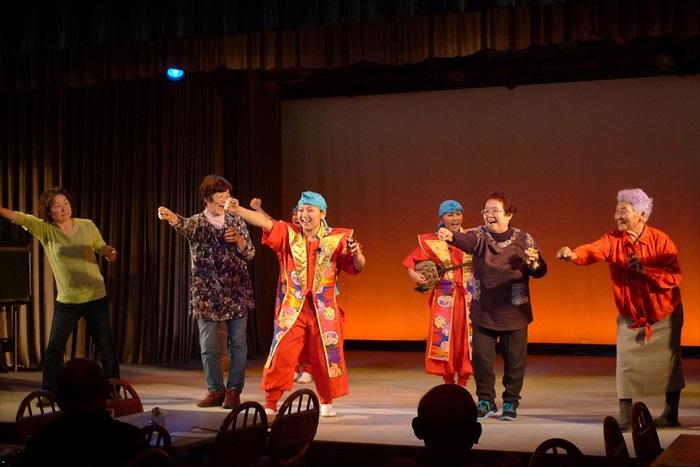 """在万座度假酒店""""Orchid餐厅"""",除了可品尝各式美味的琉球料理,还有各项表演与互动节目。"""