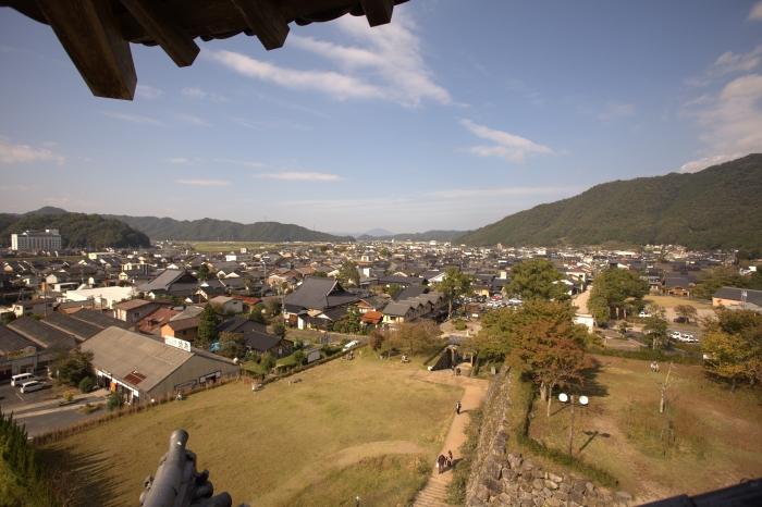 从石城里眺望,城下町就映入眼底。