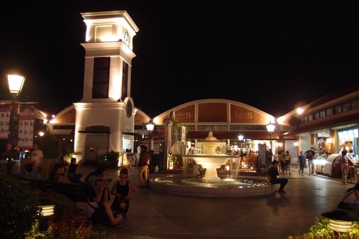水池,钟楼 --- 欧式的环境氛围,是市场里的休闲小区哦~