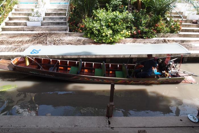 """这里是让顾客上船的""""码头""""。"""