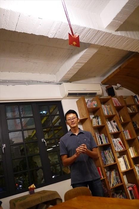 原本从事科技的高国源,厌倦日复一日的机械生活,毅然辞掉台北高职,回到台南实现咖啡店梦想。