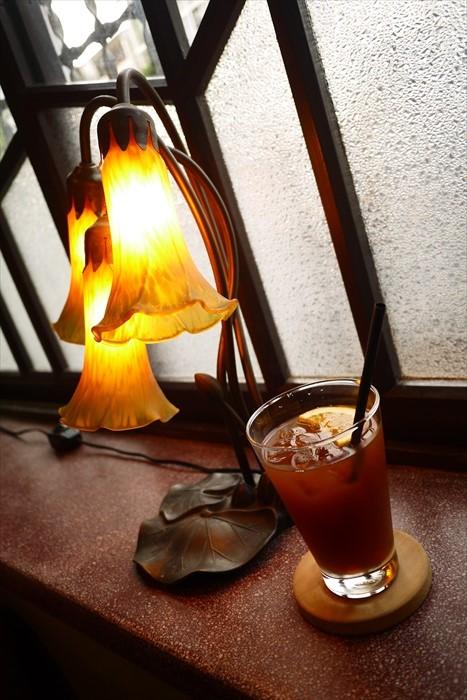 难得一见的蜻蜓造型台灯。