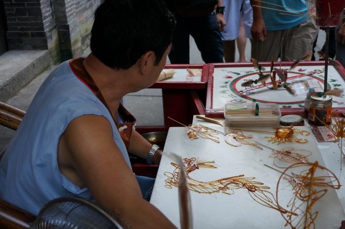 糖画,展现出独特且巧妙的手法。