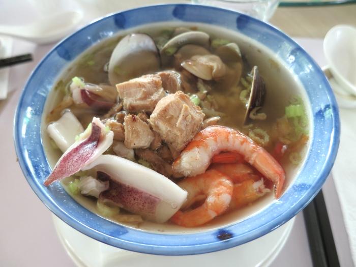 海鲜汤饭,是当年渔民的寻常食物,可其寻常之中却异常鲜美之味,让在不少人食之动容。