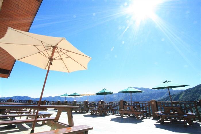 白天的雪霸咖啡厅,是赏景佳地。