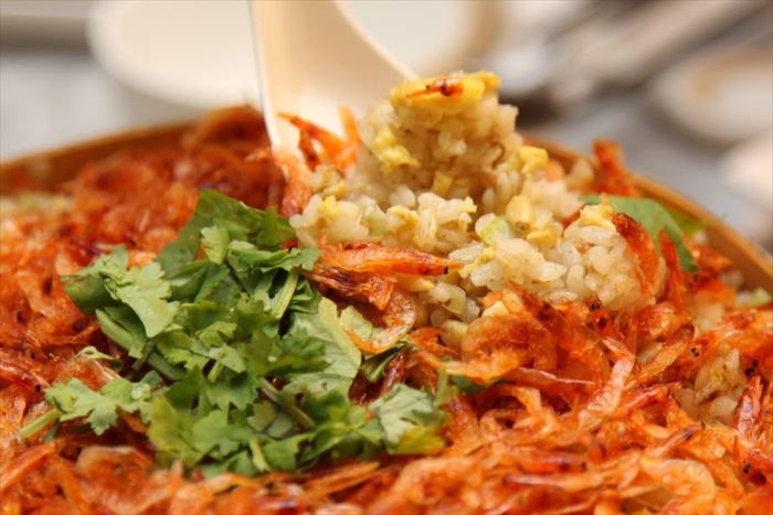 樱虾松子饭:号称国宝级炒饭,也并非浪得虚名。满满的樱花虾本身就鲜香浓郁,伴上炒香的米饭以及时不时出现的松子,每一口都让人不舍下咽。