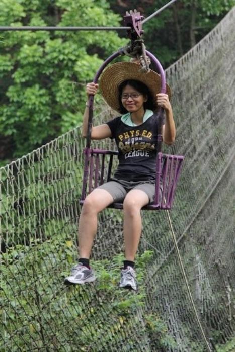 《东方日报》代表慧欣平时静静地,坐起滑车一样超冷静。