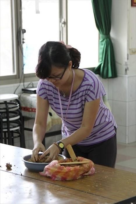 """《国际时报》代表杨小慧是团内第二个准妈妈,所以也只能闯""""温柔关"""",哈哈。"""