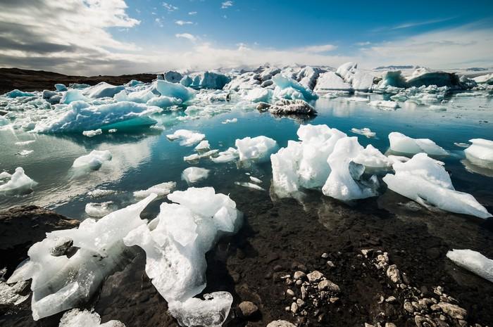 杰古沙龙湖(Jökulsárlón)是冰岛最大、最著名的冰川湖。