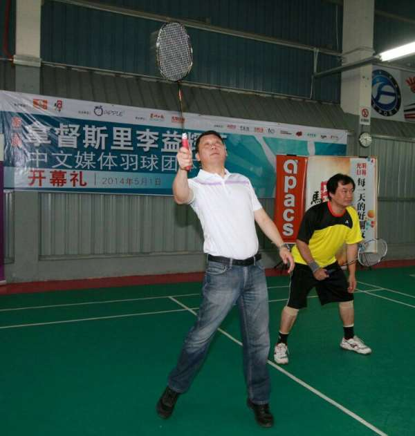 李益辉挥下第一球,宣示球赛正式开始。