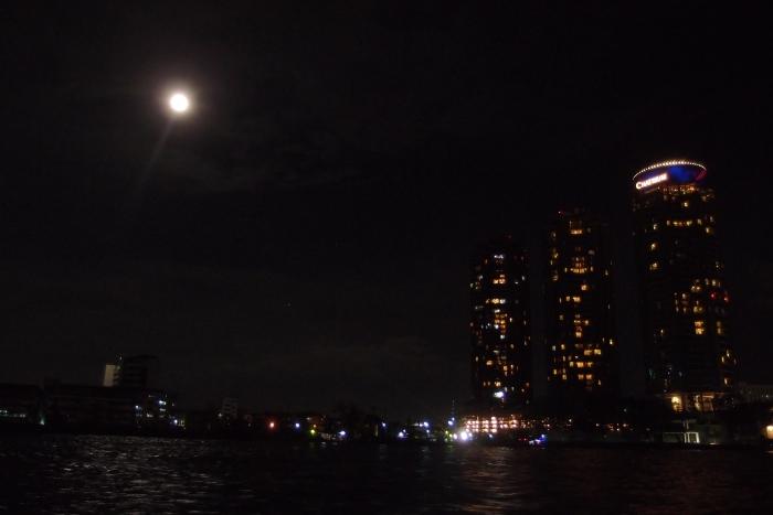 在搭船的回途中,还有月圆之夜美景相伴!
