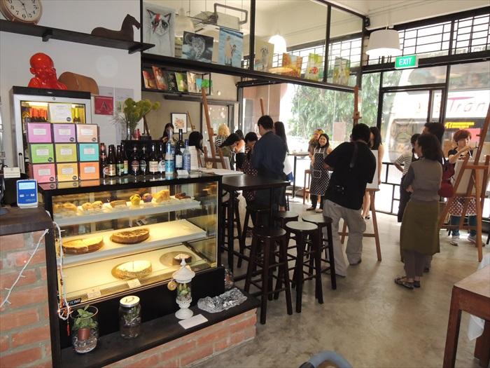 一半咖啡馆一半美术班