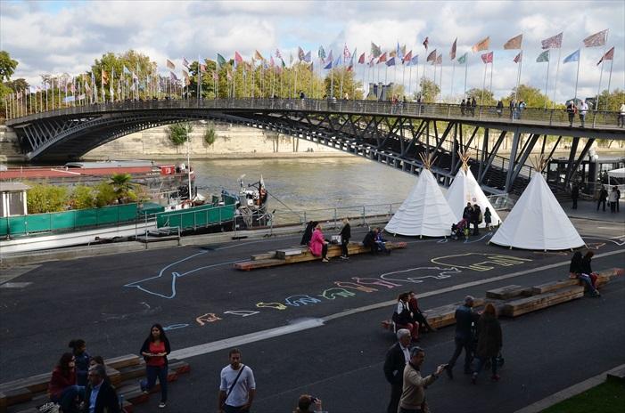 巴黎随着塞纳河的流淌变得那么灵动,漫步在塞纳河畔,除了欣赏沿途风景,也可一览巴黎众生相,各种形态各具趣味。