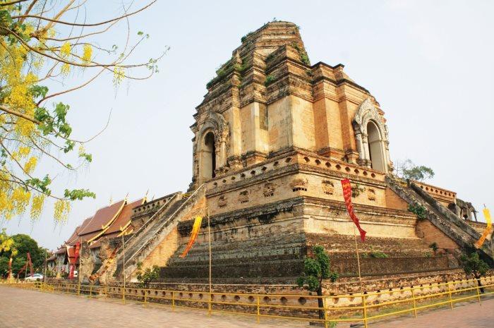 契迪龙寺(Wat Chedi Luang)。