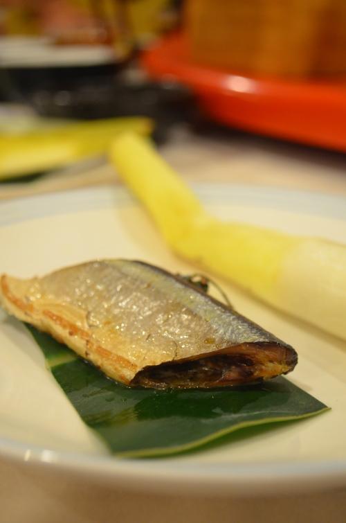 左手秋刀香,秋刀鱼与笋的组合。