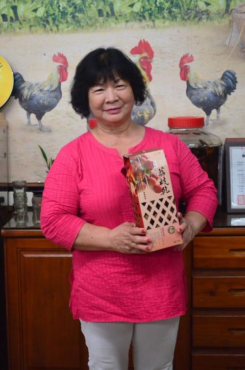 美春妈妈是古早鸡休闲农场的灵魂人物。