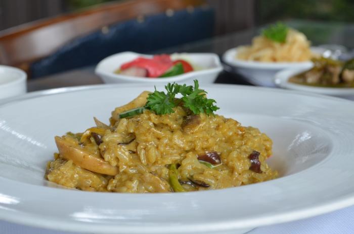 咖喱野菇炖饭是薰之园其中一份十分受欢迎的素食料理,野菇和饭粒在日式咖喱酱汁下,形成一道香郁滋味。