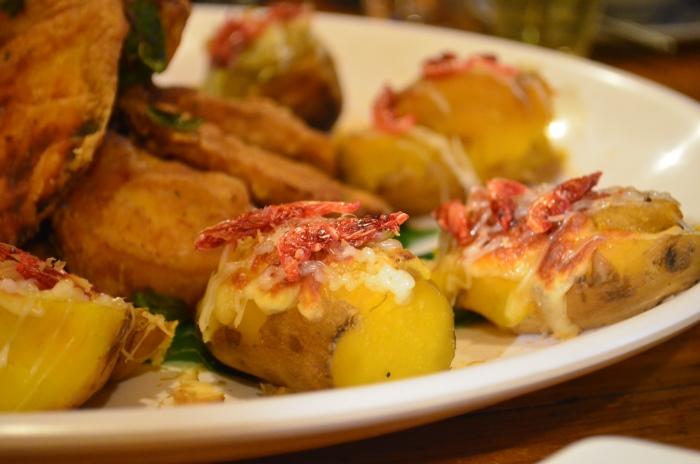 散发着金黄色泽及令人无法抗拒的香气的番薯,在大坑与樱花虾和多元素芝士做配对,展现了台湾人对美食的创意。