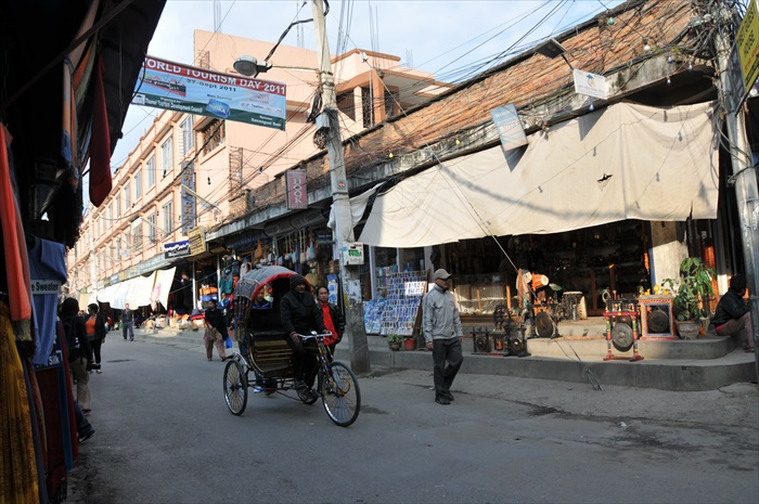 轮车是街上常见的交通工具
