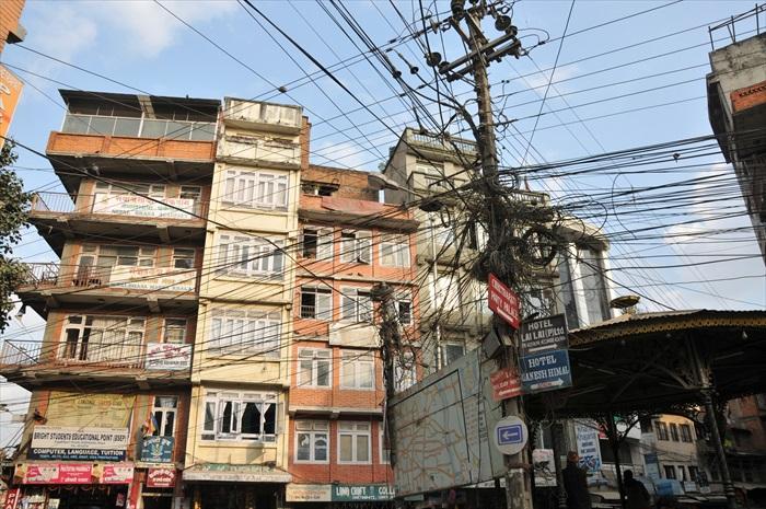泰米尔街上的电线错综复杂