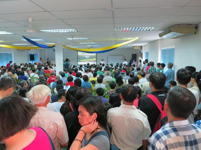 槟城民众踊跃参与,分享会还没开始就挤满现场。