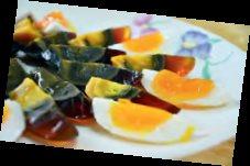 色香味俱全的全鸭宴 里,我最爱三彩拼盘, 一次尝尽酒香蛋、青 草皮蛋及三味香Q 蛋 三种不同滋味、不同 口感的鸭蛋。