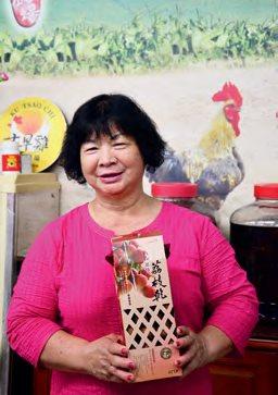 刻苦耐劳的杨妈妈杨黄美 春。